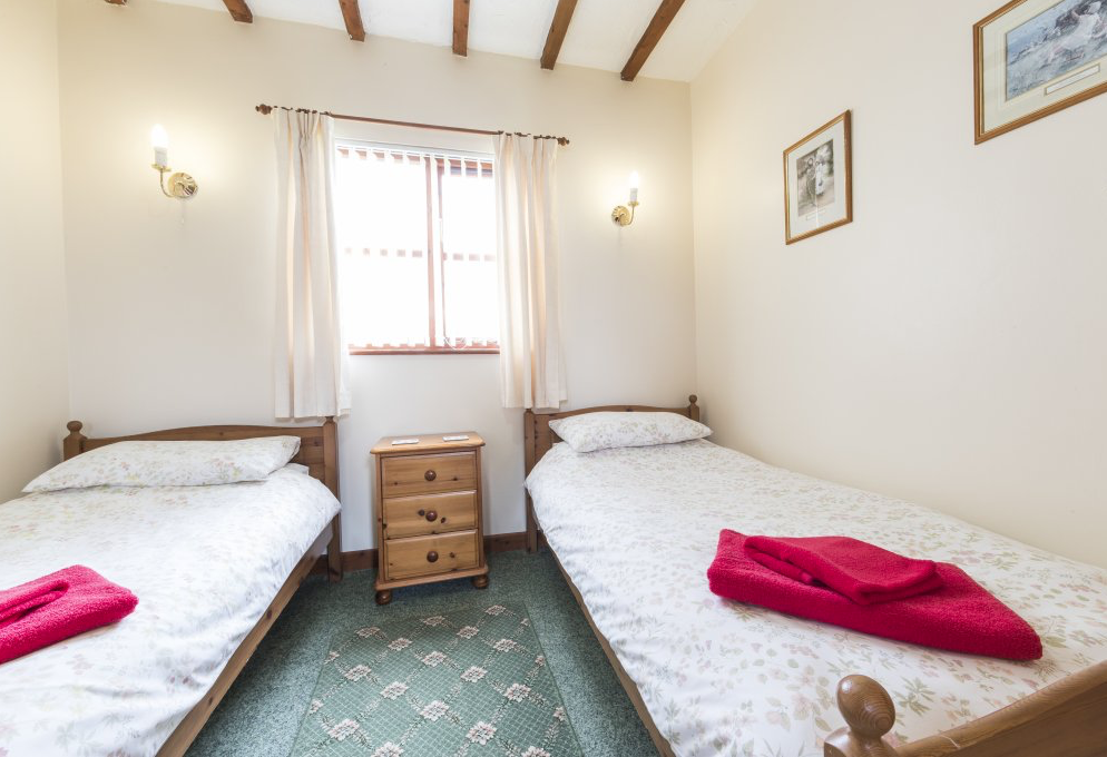 Bridle 2 bedrooms Sleeps 4+1+1 cot £1250 (THIS COTTAGE IS BOOKED)